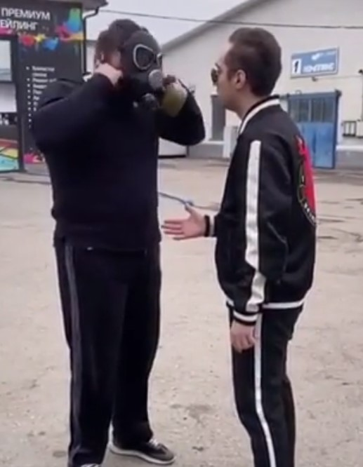 Funny – Right way to shake hand