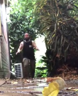 Funny – How to deal with a spiderweb in Australia